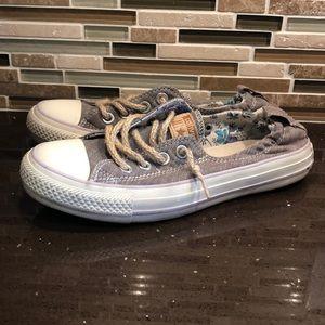 Size 6.5 Converse Shoes